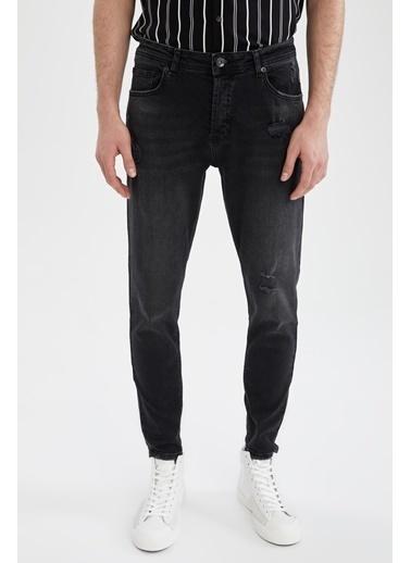 DeFacto Carrot Fit Yüksek Bel Yırtık Detaylı Siyah Jean Pantolon Siyah